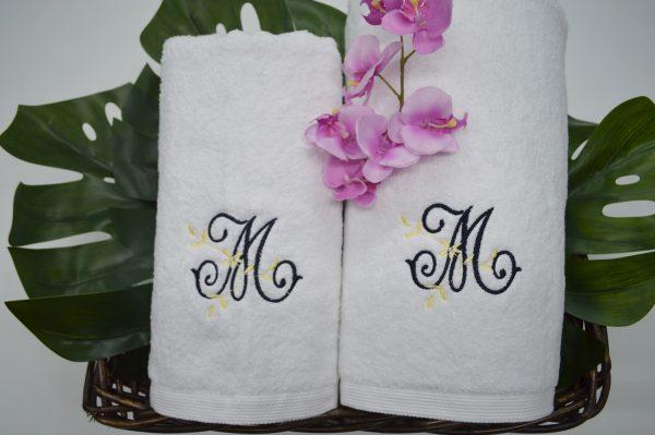 Conjunto de toalhas bordadas branco